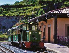 El Tren del Ciment fa un recorregut turístic que et porta de la Pobla de Lillet als Jardins Artigas i al Museu del Ciment, al Berguedà (Catalunya - Catalonia)