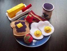 Felt food - ridiculously cute! - follow link to see lots more handmade felt food.