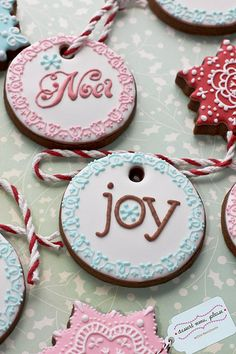 Decorated Christmas cookies via Flickr – The stenciling on the borders looks really cool. Also like the elegant script on Noel.