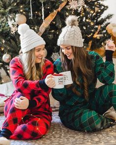 35 Best Matching Family Christmas Pajamas 2019 These trendy Lifestyle ideas would gain you amazing compliments. Check out our gallery for more ideas these are trendy this year. Best Family Christmas Pajamas, Christmas Pajama Party, Holiday Pajamas, Christmas Pjs, Christmas Fashion, Funny Christmas, Christmas Pictures, Cute Sister Pictures, Best Friend Outfits