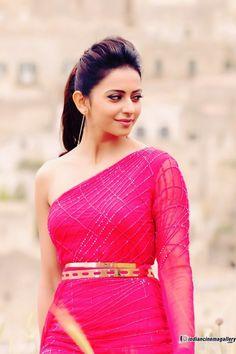 South Indian Actress Photo, Indian Actress Photos, Indian Actresses, Beautiful Girl Indian, Beautiful Indian Actress, Beautiful Actresses, Bollywood Celebrities, Bollywood Actress, Stylish Girl Pic New