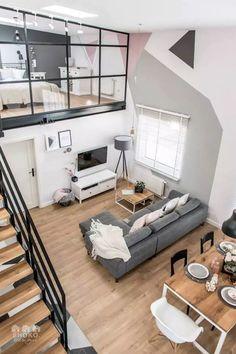 Le salon d'un loft industriel au style scandinave et aux motifs graphique et geometriques sur les murs vu de haut