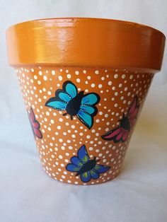 DIY painted pots: How to paint pots for making your garden more adorable. Painted Flower Pots, Painting Terracotta Pots, Painting and Sealing Colors on Pots Flower Pot Art, Flower Pot Design, Clay Flower Pots, Flower Pot Crafts, Butterfly Design, Cactus Flower, Painted Clay Pots, Hand Painted Pottery, Painted Flower Pots