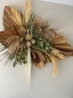 Dried Flower Arrangements, Flower Centerpieces, Dried Flowers, Paper Flowers, Creative Flower Arrangements, Flower Backdrop, Flower Wall Decor, Arte Floral, Floral Wall