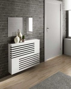 Moderne look radiator behuizeing Radiator Heater Covers, Radiator Shelf, Wall Heater Cover, Home Radiators, Column Radiators, Modern Radiator Cover, White Radiator Covers, Cabinet Design, Tall Cabinet Storage