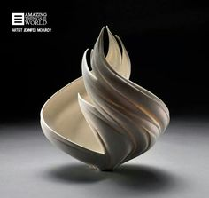 Porselein vase by Jennifer McCurdy