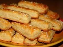 Bryndzové tyčinky Christmas Snacks, Christmas Baking, Pastry Cutter Wheel, New Years Eve Snacks, Cheese Sticks Recipe, Sheep Cheese, Fingerfood Party, Party Finger Foods, Baking Tins