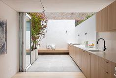 Terraced House, Indoor Outdoor Kitchen, Outdoor Kitchen Design, Outdoor Cooking, Outdoor Spaces, Cottage Design, House Design, Garden Design, Plafond Design
