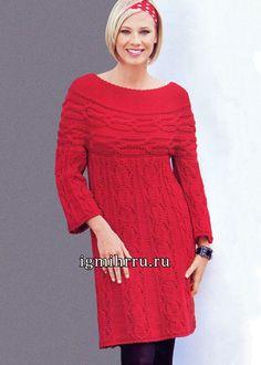 Красное шерстяное платье с круглой кокеткой. Вязание спицами  В платье из мериносовой шерсти завораживает не только  насыщенный красный цвет, но и изысканные дорожки узоров из фантазийных кос