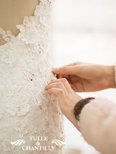 customized lace mermaid wedding dress lace sewing details