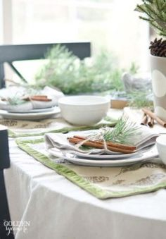 Take a look at this beautiful Christmas Table Ideas roundup post! Christmas Table Settings, Christmas Tablescapes, Christmas Table Decorations, Holiday Tables, Decoration Table, Christmas Tabletop, Christmas Love, A Christmas Story, All Things Christmas