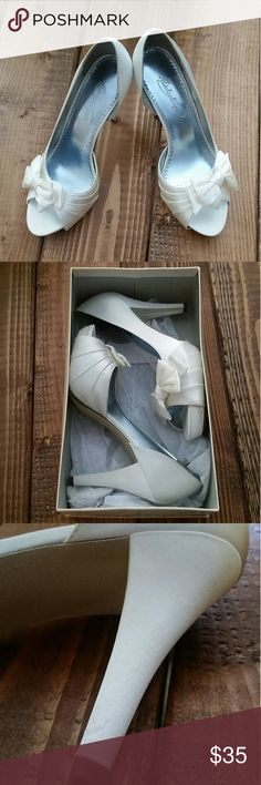 Adorable peep toe heels These are ivory in color They feature an adorable bow detail with peep toe opening  New in box, only tried on Bundle and save 15% David's Bridal Shoes Heels