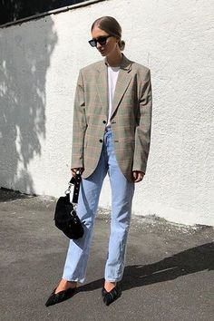 blazer and tshirt outfit Street Style Trends, Look Street Style, Street Styles, Look Fashion, Korean Fashion, Fashion Outfits, Fashion Trends, Fashion 2017, Fashion Online