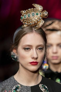 Dolce & Gabbana at Milan Fashion Week Fall 2019 - Details Runway Photos Steampunk Top Hat, Global Brands, Milan Fashion Weeks, Runway Fashion, Style Inspiration, Pavlova, Famous Brands, Choices, March