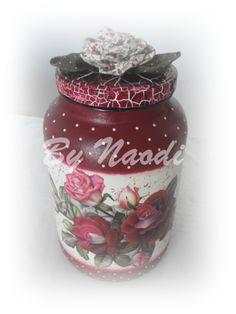 Vidro reciclado - craquelê, pintura decorativa, decoupagem e aplique de rosa de fuxico - feito por mim.