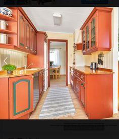 Kjøkken fra Strai selges med platetopp, komfyr og oppvaskmaskin. Kjøkken er i fin stand. Med ny benkeplate blir det som nytt. Passer utmerket på hytte. Pris kan diskuteres om kjøper ønsker å demontere selv. Kjøkkenet kan hentes fra 18 juli.