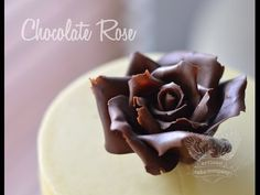 How to make a chocolate rose Fondant Bow, Marshmallow Fondant, Fondant Flowers, Fondant Cakes, Easy Minecraft Cake, Making Fondant, Fondant Figures Tutorial, Handbag Cakes, Baking Classes