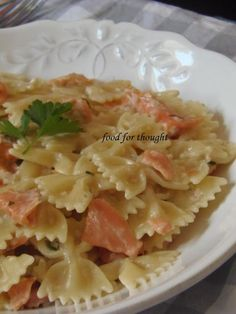 Food for thought: Φαρφάλες με Σολομό Greek Recipes, Fish Recipes, Pasta Recipies, Yummy Food, Tasty, Fish And Seafood, Pasta Dishes, Macaroni And Cheese, Food Processor Recipes