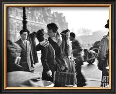 Le Baiser de l'Hotel de Ville, Paris, 1950 Framed Art Print by Robert Doisneau at Art.com