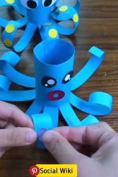 DIY rouleau papier toilette Animal Crafts For Kids, Spring Crafts For Kids, Paper Crafts For Kids, Craft Activities For Kids, Easter Crafts, Projects For Kids, Diy For Kids, Fun Crafts, Toilet Paper Crafts