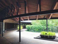 Interesting steep support.  内藤廣 #hiroshinaito #建築 #建築探訪 #architecture #建築巡り…