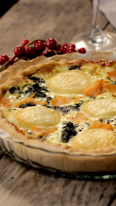 Quiche saumon épinards Here is a salmon spinach quiche that will change your classics. Tasty Videos, Food Videos, Baking Recipes, Dessert Recipes, Healthy Desserts, Quiche Recipes, Smoothie Recipes, Food Inspiration, Vegetarian Recipes