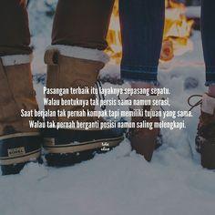 """""""Pasangan terbaik itu layaknya sepasang sepatu. Walau bentuknya tak persis sama namun serasi  Saat berjalan tak pernah kompak tapi memiliki tujuan yang sama. Walau tak pernah berganti posisi namun saling melengkapi."""" . .  Kiriman dari @nona.tika25 . .  Tag like dan comment.  Kirim (DM /Like) kata-kata buatanmu ya.  #katakata #quotes #quotesoftheday #pathdaily #pathindonesia #yangterdalam #pecahankaca #catatanfilm #melodydalampuisi #sajak #puisi #sastra #kutipan"""