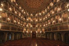 Teatro-Bibiena-mantova TEATRO BIBIENA – MANTOVA Conosciuto anche con il nome di Teatro Scientifico dell'Accademia, venne progettato e costruito dall'architetto Antonio Bibbiena tra il 1867 e il 1869.