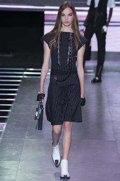 Fragmentos de Moda: O desfile da Louis Vuitton Primavera/Verão 2015-20...