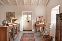 Menos é mais. A simplicidade é o ponto de partida, os detalhes o ponto de chegada e o branco o pano de fundo. Seja feliz dentro da sua casa.