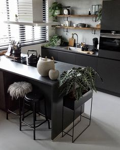 Kitchen Countertops Most Popular Ideas of 2019 for Trendy Decor is part of Industrial decor kitchen - Check out dozens of latest kitchen countertops that you will totally adore! Pick the one that you really love and decorate your kitchen ASAP! Brown Kitchens, Home Kitchens, Luxury Kitchens, New Kitchen, Kitchen Decor, Kitchen Ideas, Long Kitchen, Kitchen Oven, Kitchen Island
