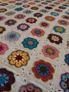 African Flower Square Blanket 2018 Crochet African Flowers, Crochet Flowers, Square Blanket, Paper Weights, Doilies, Rugs, Lace, Instagram Posts, Diy And Crafts