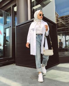 ✔ Fashion Summer Hijab Outfit Source by CarolineAverill outfits hijab Hijab Fashion Summer, Modern Hijab Fashion, Street Hijab Fashion, Hijab Fashion Inspiration, Muslim Fashion, Bollywood Fashion, Hijab Casual, Hijab Chic, Casual Ootd