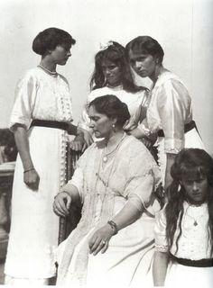Empress Alexandra with daughters, Grand Duchesses Tatiana, Marie, Olga and Anastasia