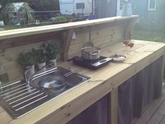 Terrific No Cost outdoor kitchen muurikka Tips Outdoor kitchedeborah style is tremendously worthwhile within just your house layout industry. Loft Kitchen, Mud Kitchen, Kitchen Decor, Kitchen Design, Outdoor Kocher, Outside Sink, Porch Grill, Outdoor Stove, Summer Kitchen