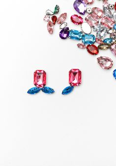 Update your wardrobe in a half hour with these diy rhinestone earrings!