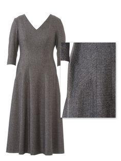 burda style, Schnittmuster - Kleid in Midilänge 128 aus 9-2013: Die spannenden Grau-Schattierungen entstehen hier durch die vielen Teilungsnähte in Kombination mit verschiedenen Fadenläufen – quer, längs und schräg