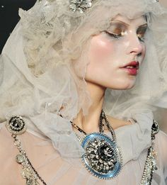 Magdalena Frackowaik walks in John Galliano Couture, make-up by Pat McGrath, Paris fashion week, John Galliano, Snow Queen, Ice Queen, Look Fashion, Paris Fashion, Couture Fashion, White Fashion, Ghost Makeup, Snow Makeup