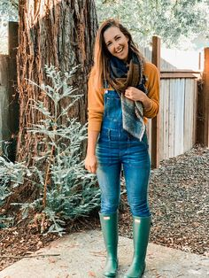 5 ways to style overalls — cerriously Overalls Outfit, Overalls Women, Denim Overalls, Best Rain Boots, Wellies Rain Boots, Salopette Jeans, Playsuits, Jumpsuits, Ireland
