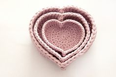 This easy heart basket pattern consists of 8 rounds.