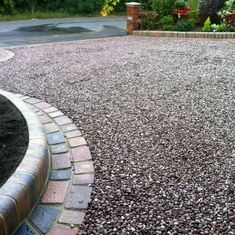 Discover how to boost your home's curb appeal with the top 60 best gravel driveway ideas. Explore unique entrances and landscaping designs. Circle Driveway Landscaping, Front Garden Ideas Driveway, Permeable Driveway, Driveway Edging, Cobblestone Driveway, Gravel Landscaping, Gravel Driveway, Circular Driveway, Driveways