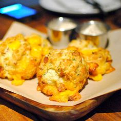 cheddar bacon buttermilk biscuits cheddar bacon buttermilk biscuits ...