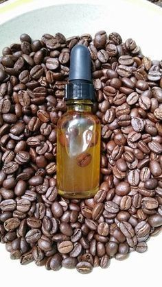 Caffeine Eye Serum Caffeine to the rescue! This DIY caffeine eye serum depuffs tired eyes and diminishes dark circles.Caffeine to the rescue! This DIY caffeine eye serum depuffs tired eyes and diminishes dark circles. Aloe Vera, Beauty Care, Diy Beauty, Beauty Hacks, Beauty Skin, Face Beauty, Beauty Ideas, Diy Eye Cream, Dark Under Eye