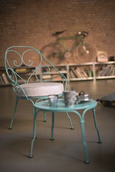 Salon de jardin métal blanc \'ROMANCE\' : 1 table ronde + 4 ...