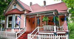 Yep, we're your classic Victorian in Eureka Springs...1 story at street level, 4 in the back!