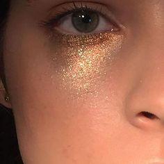 glitter undereye