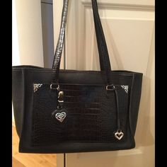 Gorgeous Black leather Brighton Purse Gorgeous Black leather Brighton purse - an awesome buy!! It's a gorgeous purse! In excellent condition looks brand new! Big enough to put small laptop in as well! You will be stylin! Brighton Bags Shoulder Bags