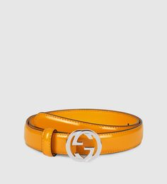 cinturón de piel pulida con hebilla de G entrelazada
