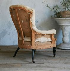 Deconstructed chair.  la Brocanteuse: Eloquence