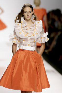 Lorenzo Riva at Milan Fashion Week Spring 2007 - Runway Photos Couture Fashion, Runway Fashion, Girl Fashion, Fashion Dresses, Milan Fashion, Plus Size Vintage Dresses, Fancy Dress Design, Stylish Work Outfits, Indian Gowns Dresses